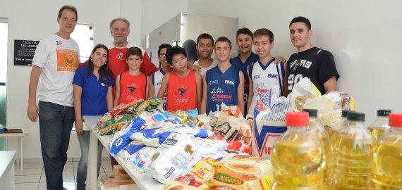 Basquete Social: Garotos da base do basquete de Franca fazem doação para berçário