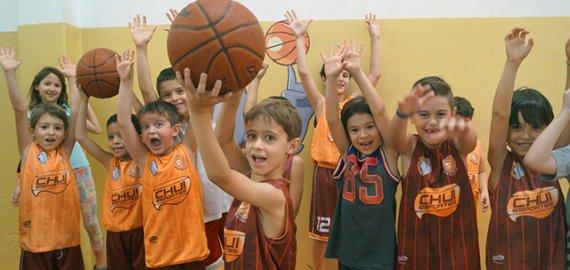 Esporte de iniciação oferece muitos benefícios para a saúde da sua criança