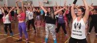 Ação Social: Aula de zumba reúne centenas na Chuí Esportes